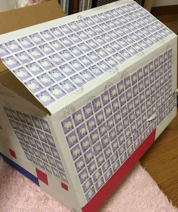 うさぎまみれ!! 2円切手でデコられたゆうパックがアーティスティック! - トゥギャッチ