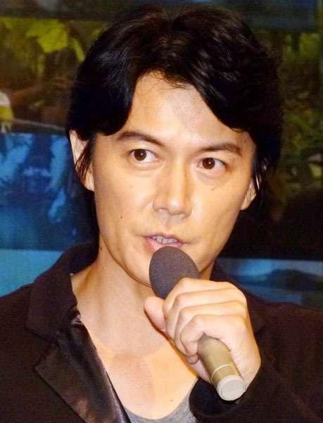 """これも不振原因か 福山「ラヴソング」に漂う""""新曲宣伝臭"""" (日刊ゲンダイ) - Yahoo!ニュース"""