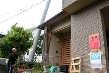 """""""赤紙""""本当に住めないの? 建物の危険度判定に困惑 - 西日本新聞"""