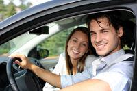 日本の若者で車離れが起きる理由!どうして若者が車を嫌うのか。高い。ダサい。維持費かかる。 - NAVER まとめ