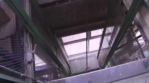 札幌の工場で従業員が2階からエレベーターごと落下 - エキサイトニュース