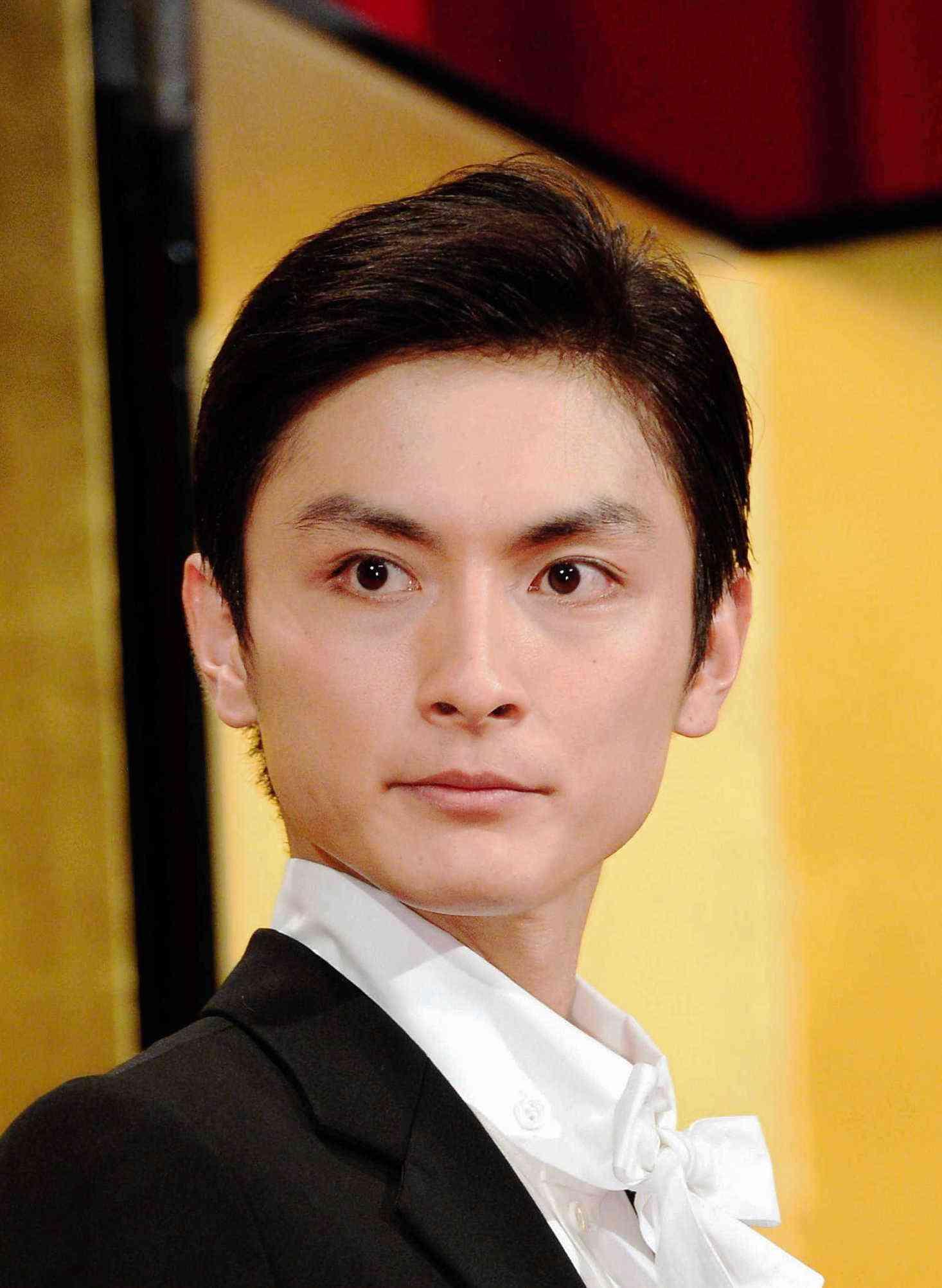 高良健吾 故郷熊本で給水ボランティア 騒ぎにならぬよう変装姿 (デイリースポーツ) - Yahoo!ニュース