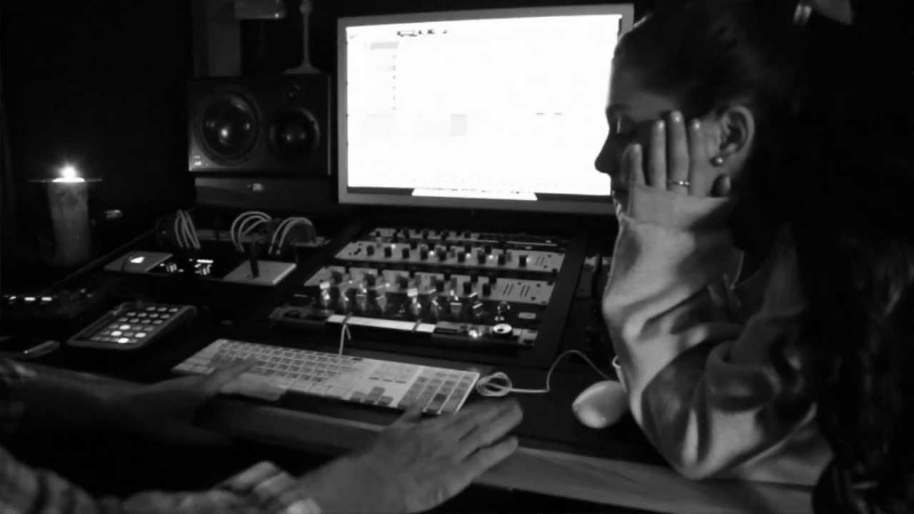Emotions - Ariana Grande (Mariah Carey cover) - YouTube