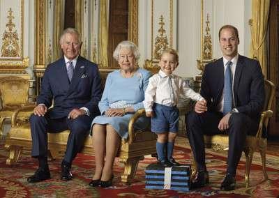 写真を見てびっくり!エリザベス女王とシャーロット王女が似すぎ