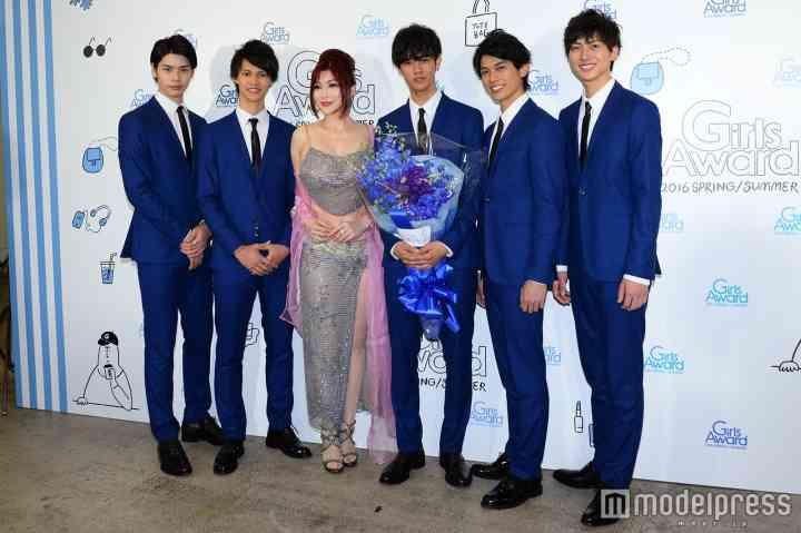 イケメン発掘オーディション「BoysAward Audition」グランプリ決定 叶美香と接近対面に照れ笑い