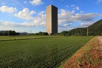 【山形の珍百景】田んぼのド真ん中に超高層マンションのある光景 - NAVER まとめ