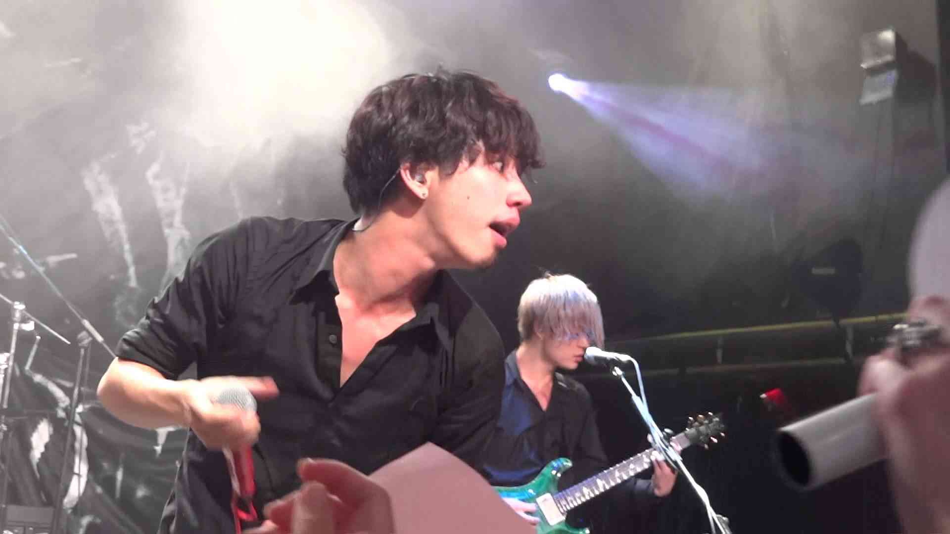 ONE OK ROCK - clock strikes live in london concert 2013 fancam - YouTube
