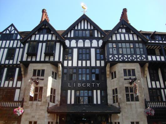 ロンドンが誇る高級老舗デパート「リバティ百貨店」から学ぶ、イギリスの芸術文化と歴史 - 旅行Latte