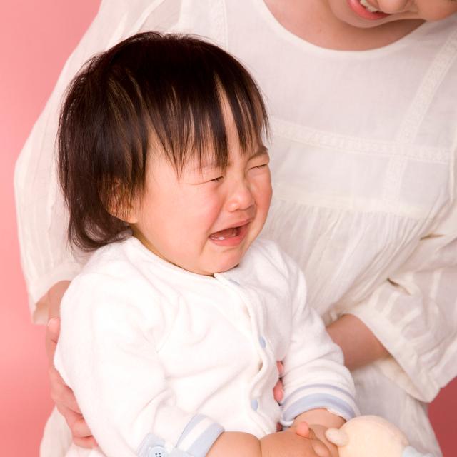 電車や新幹線で泣く子ども。その場で問われる「マナー」とは