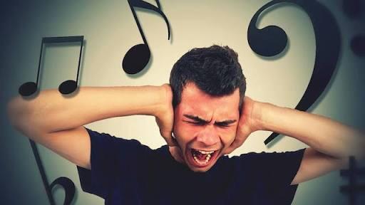 頭の中でなにか音楽が流れていますか?
