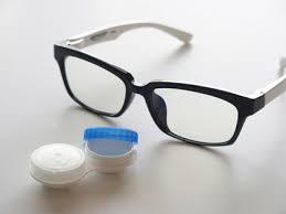 子育て中で目が悪い方、メガネとコンタクトどちら派ですか?