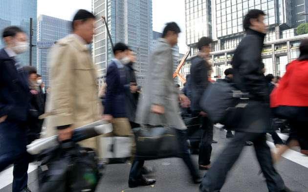 正社員8年ぶり増加 15年26万人増、待遇改善で人材確保  :日本経済新聞