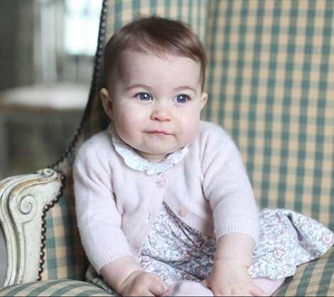 英シャーロット王女の最新写真が公開。撮影はキャサリン妃。