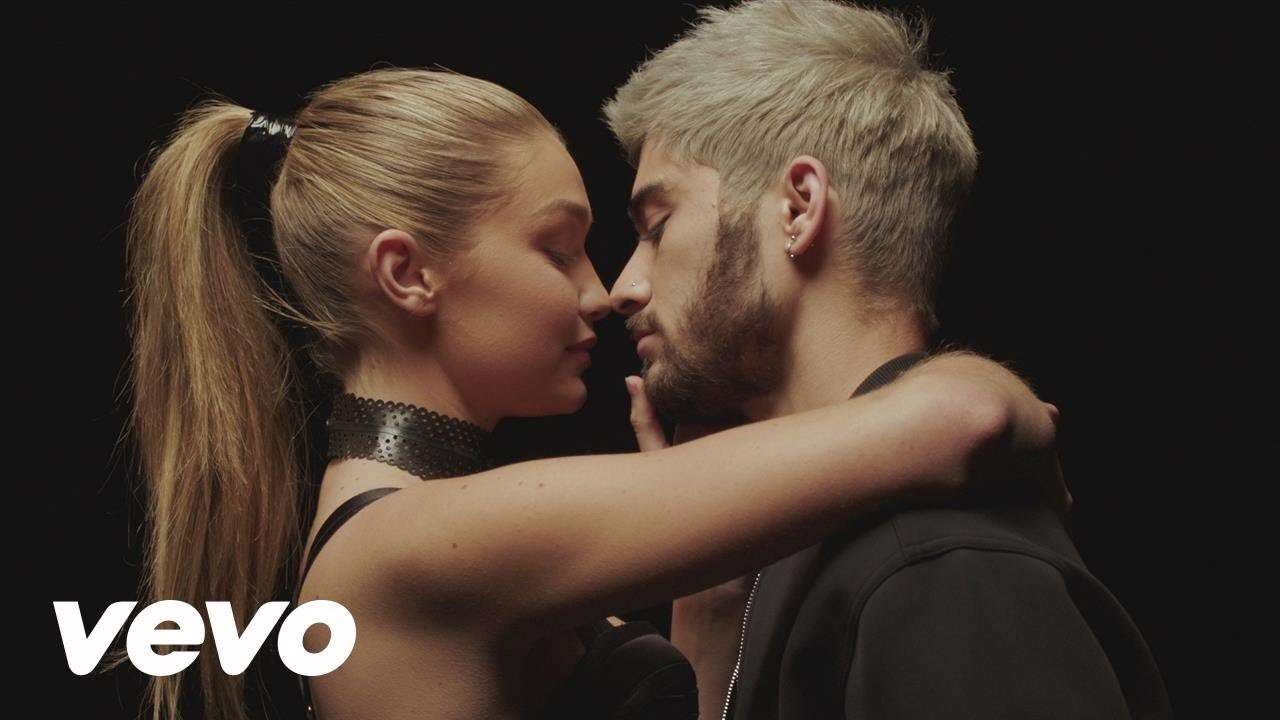 ZAYN - PILLOWTALK - YouTube