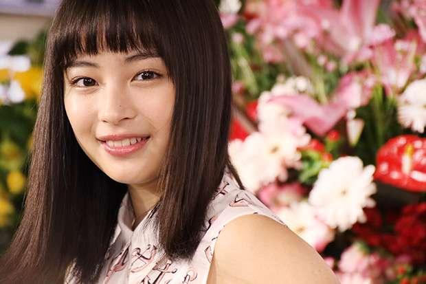 広瀬すずの写真集「17才のすずぼん。」 初版が即日完売 - ライブドアニュース
