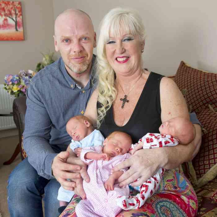 「年齢はただの数字」体外受精により55歳で三つ子を出産した英女性に賛否両論