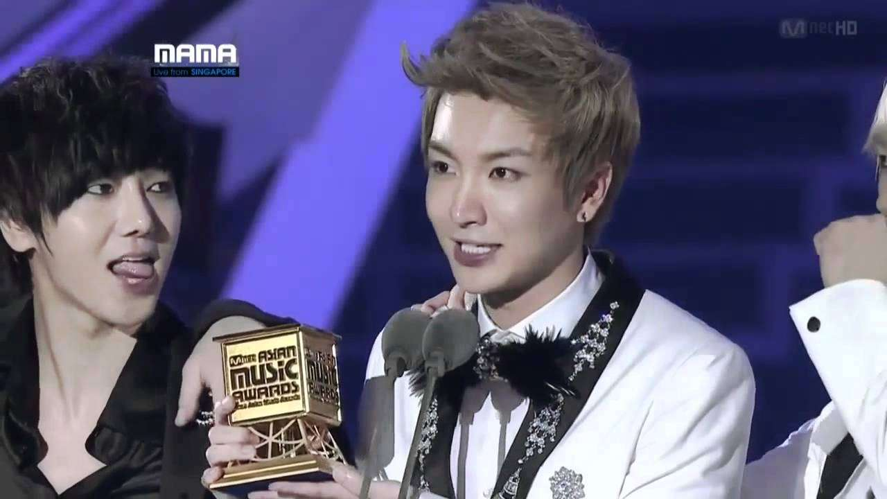 [JPSub][日本語字幕]111129 Super Junior@MAMA 2011 Album Awards - YouTube