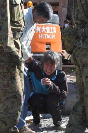 <熊本地震>父「痛かったね」 娘が家屋倒壊の犠牲に (毎日新聞) - Yahoo!ニュース