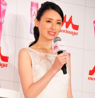 栗山千明の新CMでエラの違いが歴然に ネットでは「また顎削った?」と指摘 (2016年4月1日掲載) - ライブドアニュース