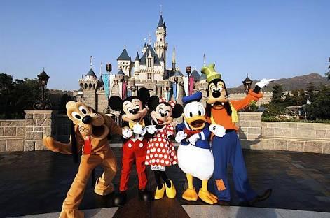 ディズニーランド・シーに年何回行きますか?