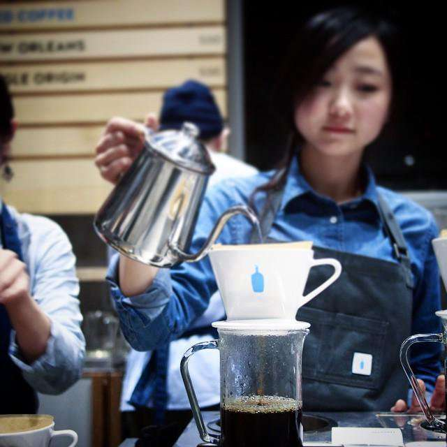 ブルーボトル日本開店おめでとう。西海岸で飲む、いつもの味。僕にとって新鮮みがないことが、成功の証だと思う。 #coffeecount - Togetterまとめ