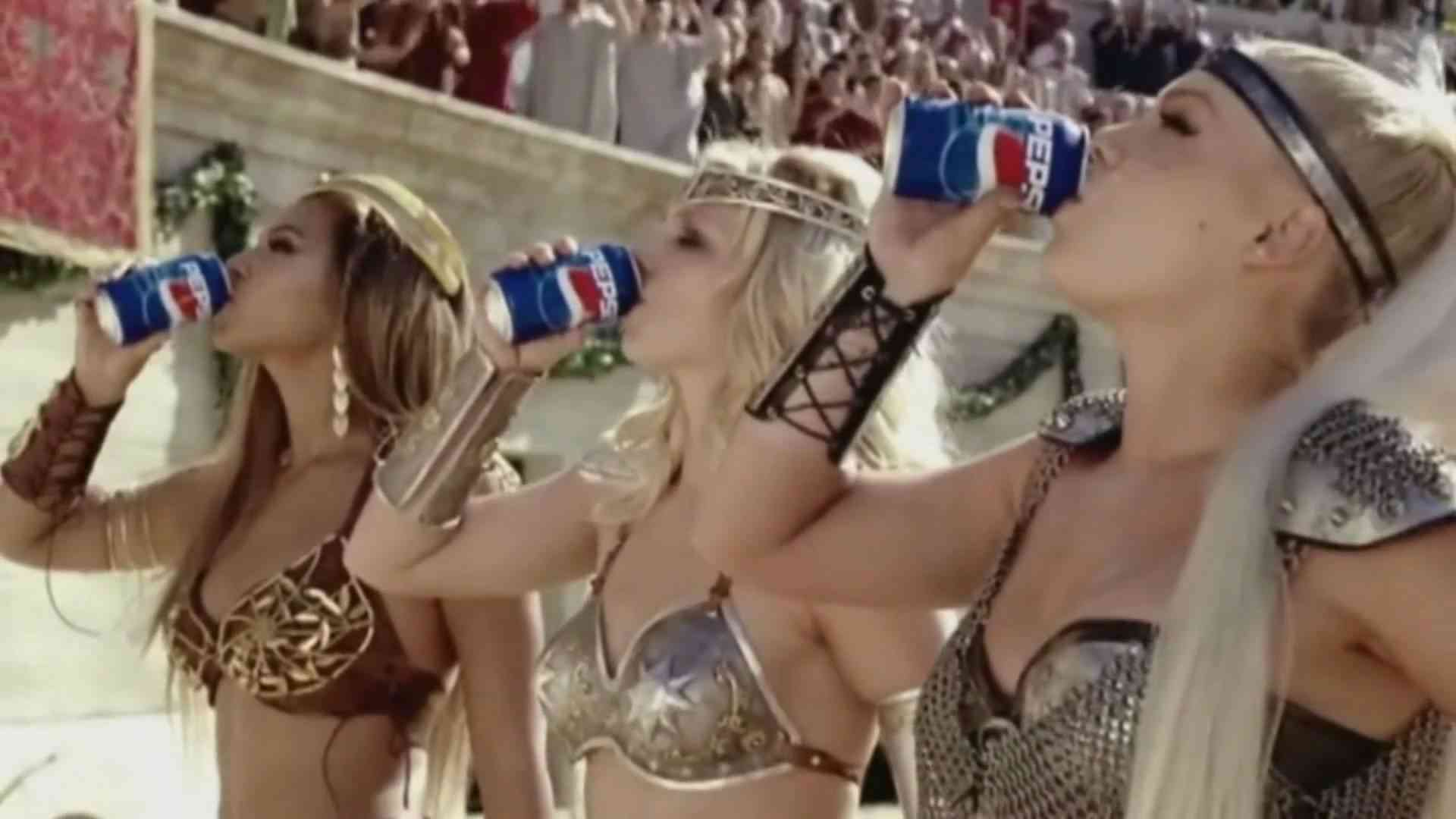 [HD] Britney Spears, Beyonce & Pink - We Will Rock You (Pepsi) - YouTube
