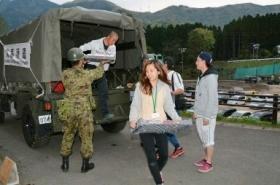 「自分たちがやるしかない」学生ら避難所運営 高齢者を支える (西日本新聞) - Yahoo!ニュース