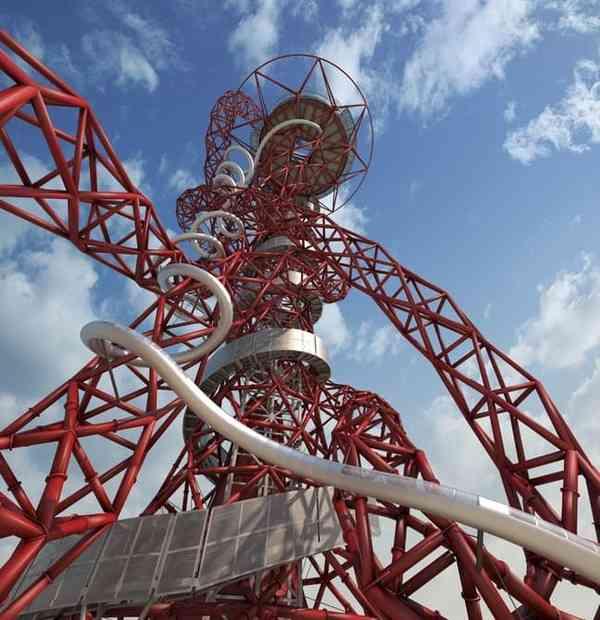 【怖すぎ】ロンドンに超絶恐ろしい「滑り台」登場!チキンは覚悟して滑れ!|面白ニュース 秒刊SUNDAY