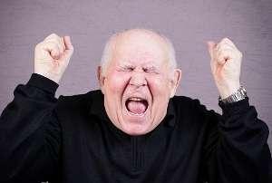暴走する『キレる老人』達が問題に 「犬を二度と吠えさせるな!」爺と「呪われろ!」婆