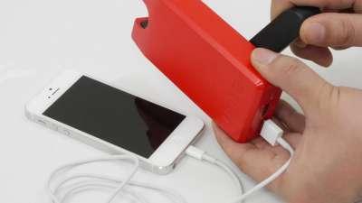 ハンドルをぐるぐる回して発電できるモバイルバッテリーでiPhoneをゼロから充電可能にするにはどれぐらい回せばいいのか? - GIGAZINE