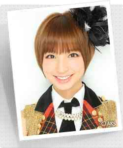 【AKB48】篠田麻里子、インタビュー収録に遅刻。たかみなは走って来て謝るも、篠田は優雅に歩いて着席、スマホをイジリながら答える