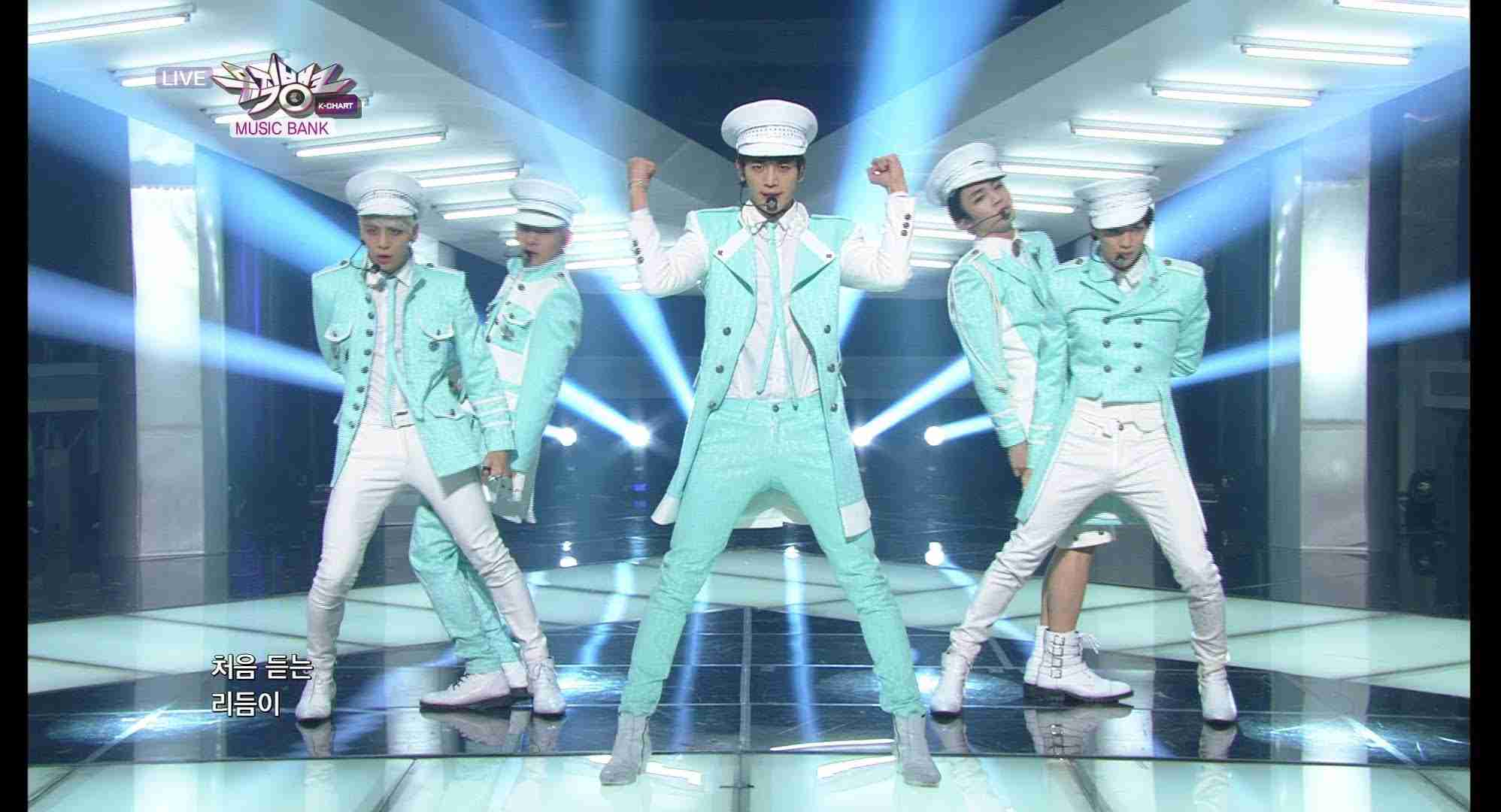 SHINee 샤이니_Everybody_KBS MUSIC BANK_2013.10.11 - YouTube