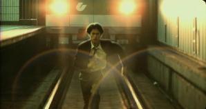 自撮りに夢中で列車にはねられた少女 その寸前の衝撃写真が流出(中国)