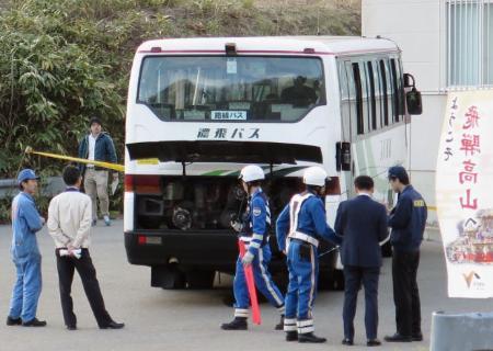 バス車内で熱水噴き出す?乗客17人軽傷…岐阜