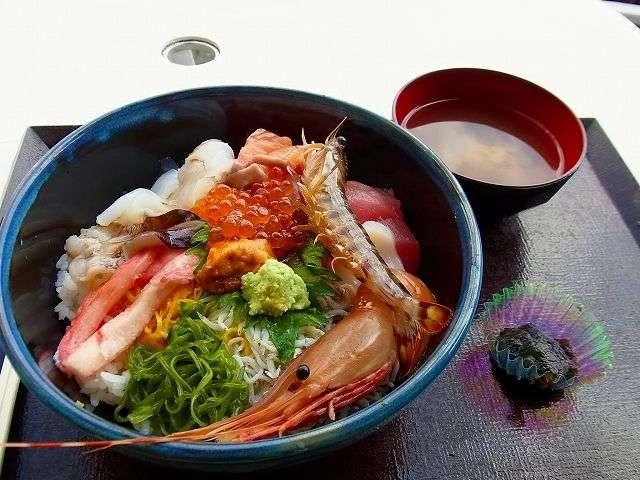 海老がピチピチ跳ねる!?三重のオススメ海鮮丼♡黒潮ダイニング – Collect