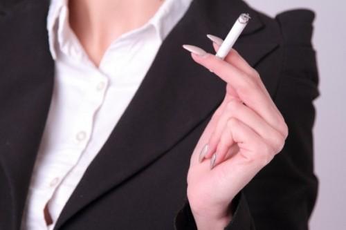 2位ストレスより強い誘惑!「女がタバコを吸い始める理由」1位は… - 美レンジャー