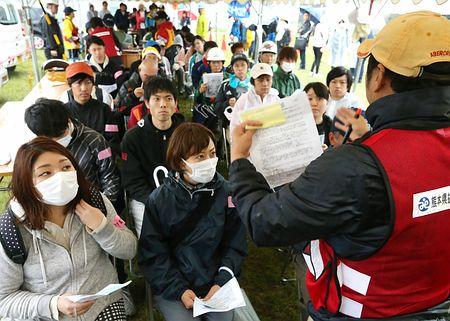 ボランティア減深刻、参加者確保あの手この手…費用軽減、観光セットも・熊本地震