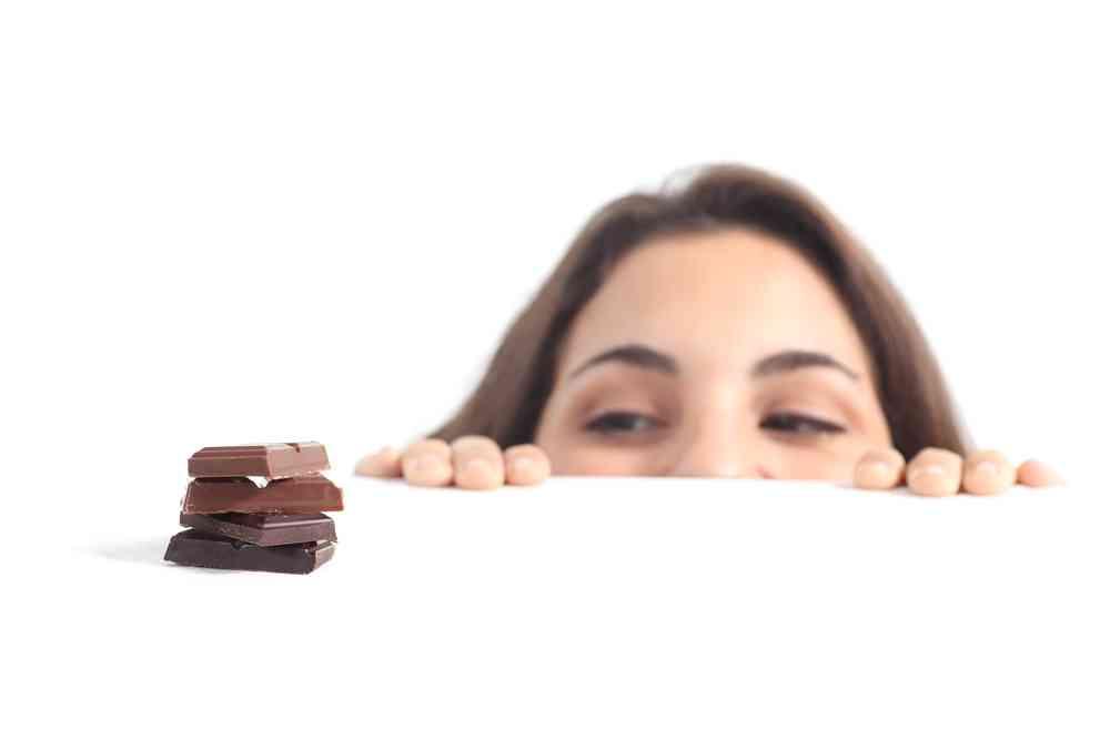 生理前に甘いものが食べたくなる理由と止まらないときの対策 - こそだてハック
