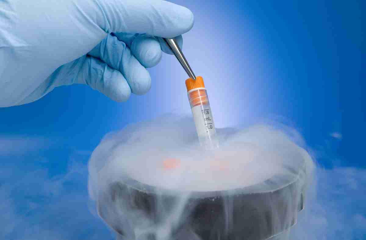 12年凍結した卵子で出産 がん克服の女性、高2当時に採取
