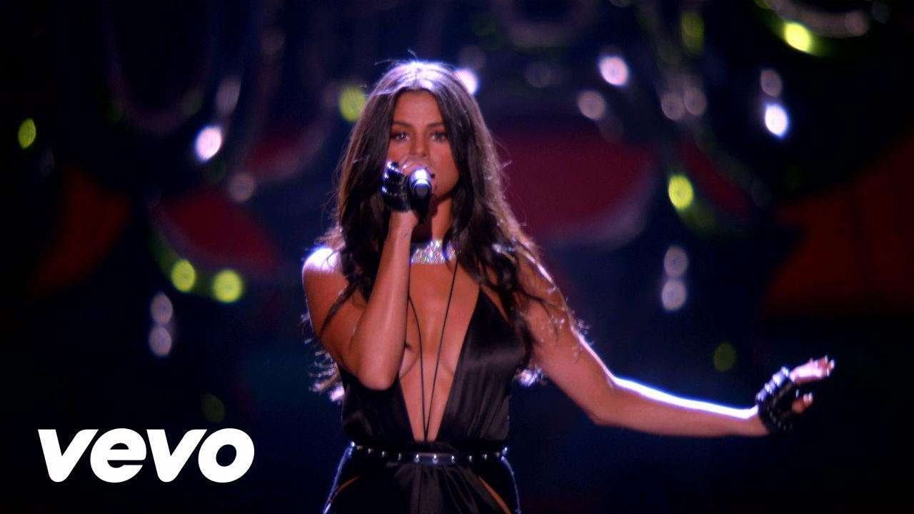 Hands To Myself/Me & My Girls - Medley (Live from the Victoria's Secret 2015 Fashion Show) - YouTube
