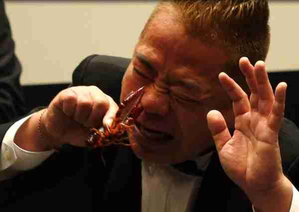 出川哲朗の鉄板芸「鼻ザリガニ」に専門家がストップ「感染症の危険がある」