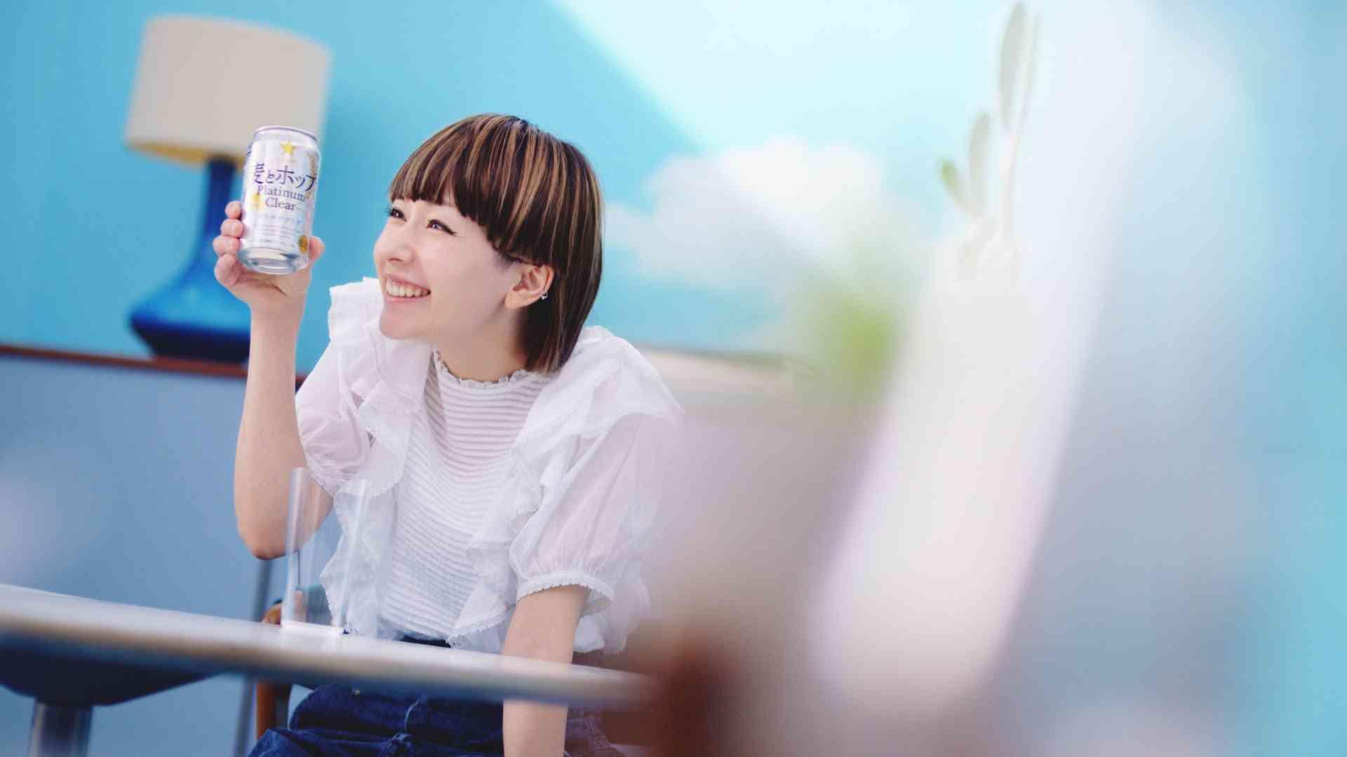 【TVCM】木村カエラ 「爽快カエラ篇」| 麦とホップ プラチナクリア - YouTube