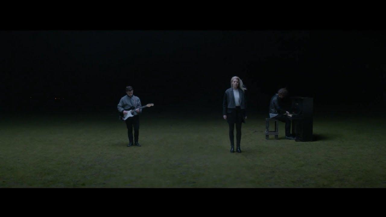 London Grammar - Nightcall (Official Video) - YouTube