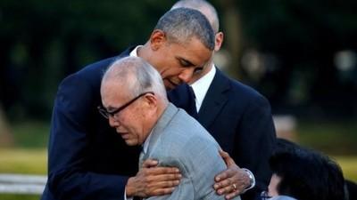 オバマ大統領 広島の平和公園で原爆慰霊碑に献花、核なき世界への決意を表明