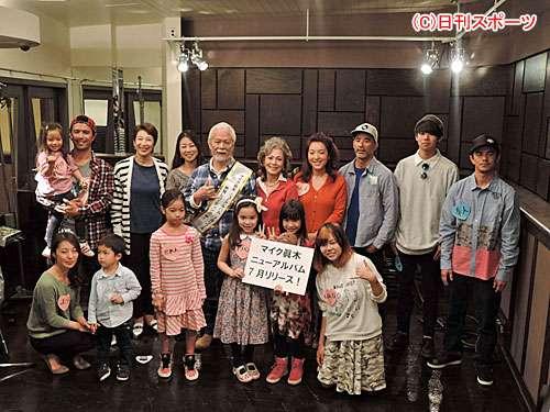 マイク真木、元妻も現妻も一緒に「バラが咲いた」 - 芸能 : 日刊スポーツ
