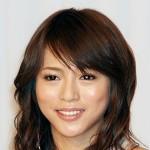 すっぴん隠して胸隠さず、妊婦・釈由美子の眉毛写真に子育て女子がビックリ – アサジョ