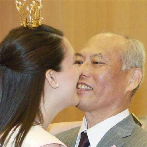 【舛添都知事】 釈明会見前に全米さくらの女王にハグして鼻の下伸ばしてた・・・もうクビにしろよコイツ (※画像あり)|GORAKU NEWS