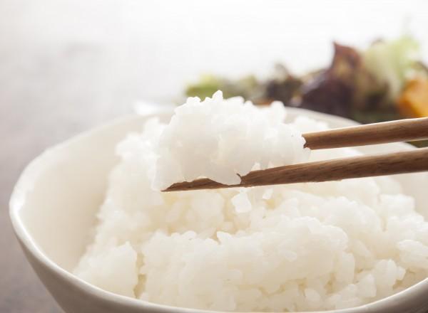「水道水でお米を洗う」はありorなし? ミネラルウォーターを使う人も