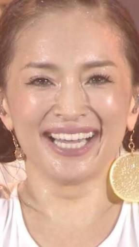 浜崎あゆみが「トレンディエンジェル」と生放送で共演!