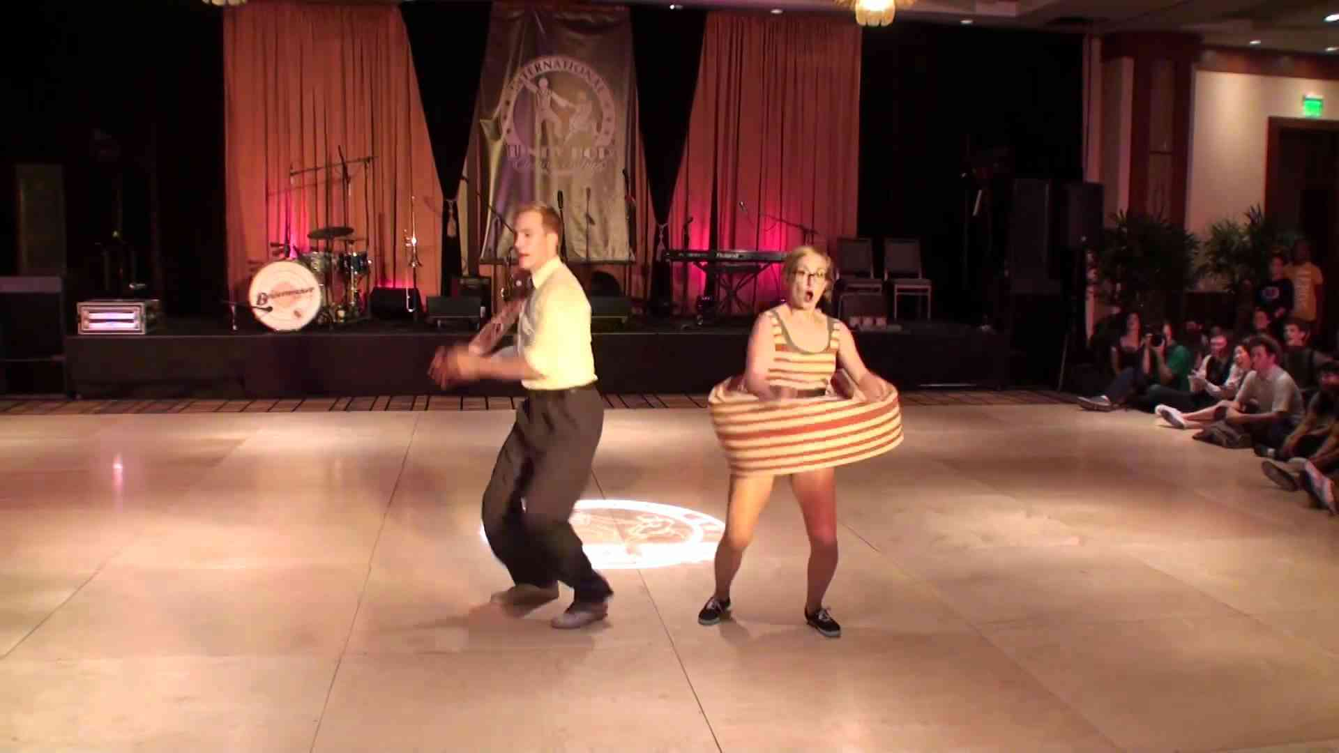 ILHC 2011 - Classic Lindy - Skye Humphries & Frida Segerdahl - 1st Place - YouTube